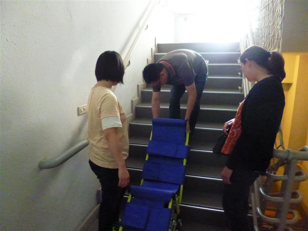 106.05.11爬梯機訓練.JPG